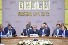 El presidente de Rusia, Vladimir Putin, durante la cumbre de países BRICS, en Ufa, Rusia, 9 de julio de 2015. Los países emergentes reunidos en el grupo BRICS están preocupados sobre la volatilidad de los mercados financieros y de los precios del petróleo, dijo el jueves el presidente de Rusia, Vladimir Putin. REUTERS/BRICS/SCO   Imagen para uso no comercial, ni ventas, ni archivos. Solo para uso editorial. No para su venta en mercadeo o campañas publicitarias. Esta imagen fue entregada por un tercero y es distribuida, exactamente como fue recibida por Reuters, como un servicio para clientes