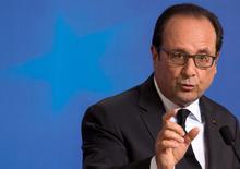 """El presidente francés, François Hollande, dijo que las negociaciones entre Grecia y sus acreedores internacionales debían reanudarse con el objetivo de alcanzar un acuerdo después de que el país haya presentado propuestas """"serias y creíbles"""". En la imagen, Hollande en la cumbre de líderes de la eurozona en Bruselas el 7 de julio de 2015.  REUTERS/Philippe Wojazer"""