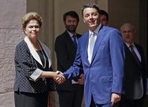 Presidente Dilma Rousseff e premiê italiano, Matteo Renzi, em Roma 10/7/2015     REUTERS/ Max Rossi