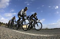 Eritrean cyclist Natnael Berhane (L) and Adrien Niyonshuti of Rwanda lead fellow MTN-Qhubeka team team members during a training ride on the Spanish island of Mallorca January 24, 2015.     REUTERS/Enrique Calvo