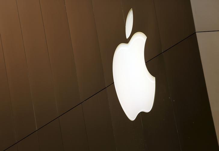 The Apple logo is seen at the flagship Apple retail store in San Francisco, California April 27, 2015. REUTERS/Robert Galbraith - RTX1AJ2C