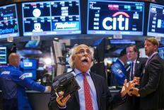 Wall Street se prépare à la déferlante des résultats de sociétés cotées, qui s'annoncent mitigés pour le deuxième trimestre, mais le niveau élevé des valorisations menace de condamner la Bourse américaine au surplace. /Photo prise le 8 juillet 2015/REUTERS/Lucas Jackson