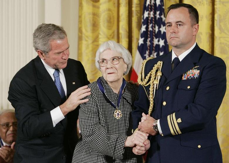 U.S. President George W. Bush (L) awards the Presidential Medal of Freedom to American novelist Harper Lee (C) in the East Room of the White House in a November 5, 2007 file photo. REUTERS/Larry Downing/files
