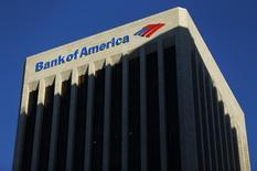 El edificio del Banco de América, visto en Los Ángeles, California, 29 de octubre de 2014. Bank of America, el segundo banco más grande de Estados Unidos por activos, reportó el miércoles sus mayores ganancias trimestrales en casi cuatro años debido a que sus costos legales bajaron drásticamente, con una consecuente disminución de los gastos a su menor nivel desde el 2008. REUTERS/Mike Blake