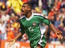 Ex-jogador e novo técnico da Nigéria Sunday Oliseh. 13/06/1998 REUTERS/Grigory Dukor