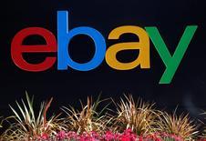 Ebay est l'une des valeurs à suivre jeudi à Wall Street après avoir annoncé un chiffre d'affaires du deuxième trimestre en hausse de 7%, à 4,38 milliards de dollars contre 4,10 milliards un an plus tôt, porté par l'activité de son service de paiement électronique Paypal Holdings dont la scission est prévue vendredi. /Photo d'archives/REUTERS/Beck Diefenbach