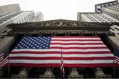 La Bourse de New York a ouvert en hausse jeudi, les investisseurs accueillant favorablement l'adoption par le Parlement grec de réformes exigées par les créanciers d'Athènes ainsi que les solides résultats de grands noms de la cote comme Citigroup, eBay ou Netflix. Quelques minutes après le début des échanges, l'indice Dow Jones gagne 0,30%, le Standard & Poor's 500, plus large, progresse de 0,54% et le Nasdaq Composite prend 0,63%. /Photo prise le 8 juillet 2015/REUTERS/Lucas Jackson
