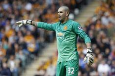 Goleiro do Manchester United Victor Valdés durante partida contra o Hull City pela Liga Inglesa.  24/05/2015  Action Images via Reuters / Craig Brough