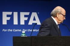 Blatter deixa entrevista na sede da Fifa em Zurique.  2/6/2015.  REUTERS/Ruben Sprich