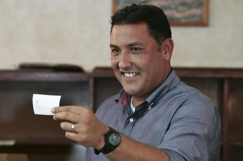 Pablo Perez casts his vote at a polling station in Maracaibo February 12, 2012. REUTERS/Isaac Urrutia