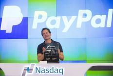 Le nouveau patron de Paypal, Dan Schulman. L'action du géant du commerce en ligne a gagné jusqu'à 11% lundi, jour de son retour sur le Nasdaq après plus d'une décennie passée dans le giron d'eBay, /Photo prise le 20 juillet 2015/REUTERS/Lucas Jackson