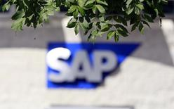 Логотип SAP на офисном здании в Дублине. 5 сентября 2013 года. Немецкий поставщик корпоративного программного обеспечения SAP опубликовал во вторник смешанные финансовые результаты за квартал. REUTERS/Cathal McNaughton