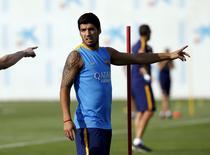 Luis Suárez durante sessão de treinamento na Espanha.  15/07/2015   REUTERS/Albert Gea