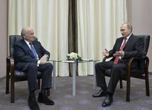 Presidente da Rússia, Vladimir Putin (D), e o presidente da Fifa, Joseph Blatter (E), em encontro realizado em abril, em Sochil 20/04/2015. REUTERS/Alexei Druzhinin/RIA Novosti/Kremlin