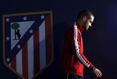 Mario Suárez deixa sala de impensa do estádio Vicente Calderón após entrevista coletiva em Madri13/04/2015 REUTERS/Juan Medina