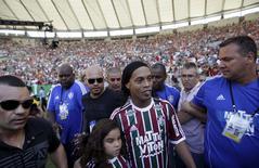 Ronaldinho Gaúcho durante apresentação ao Fluminense no Maracanã, no Rio de Janeiro. 19/07/2015 REUTERS/Ricardo Moraes