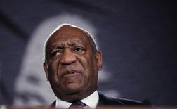 """El actor Bill Cosby en una gala de premios de la """"National Action Network"""", en Nueva York, el 6 de abril de 2011. Bill Cosby perdió su última batalla legal para evitar una demanda acusándolo de abusar sexualmente de una niña de 15 años en la Mansión Playboy en Los Angeles en 1974, después que la Suprema Corte de California denegó el miércoles la petición del veterano comediante de revisar el caso. REUTERS/Lucas Jackson"""