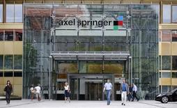Selon plusieurs médias, Pearson serait déjà à un stade avancé de discussions avec le premier éditeur de journaux allemand Axel Springer pour lui vendre le Financial Times Group. /Photo d'archives/REUTERS/Fabrizio Bensch