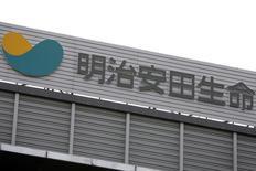 Логотип страховщика Meiji Yasuda Life Insurance Company в Токио 20 июля 2009 года. Meiji Yasuda Life Insurance Co, третья по величине японская компания, занимающаяся страхованием жизни, решила купить американскую StanCorp Financial Group Inc за $5 миллиардов, что стало очередной многомиллиардной сделкой японских страховщиков. REUTERS/Stringer
