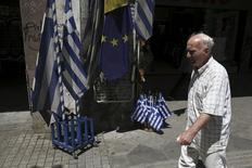 La Grèce a présenté une demande officielle de nouvelle convention de prêt au Fonds monétaire international (FMI). /Photo prise le 24 juillet 2015/REUTERS/Yiannis Kourtoglou