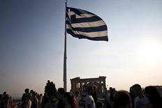 Les négociations entre la Grèce et ses créanciers sur un troisième programme de renflouement ont débuté lundi à Athènes mais les créanciers ont dit attendre que les réformes soient toutes traduites dans la loi avant que les premiers prêts soient accordés. /Photo prise le 26 juillet 2015/REUTERS/Ronen Zvulun