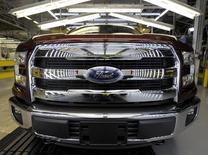 Linha de produção da picape F150 em fábrica da Ford em Claycomo, Missouri. 28 de julho de 2015. REUTERS/Dave Kaup
