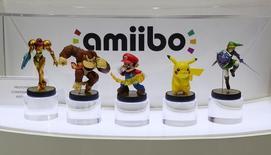 """Фигурки """"amiibo"""" на выставке Electronic Entertainment Expo (E3) в Лос-Анджелесе 11 июня 2014 года. Nintendo Co неожиданно отчиталась о квартальной прибыли благодаря слабой иене и сильным продажам фигурок """"amiibo"""" - аксессуаров к популярным видеоиграм компании. REUTERS/Kevork Djansezian"""