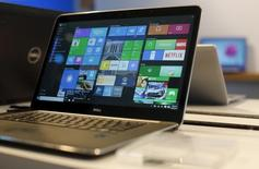Microsoft a lancé mercredi à la première heure Windows 10, la très attendue nouvelle version de son système d'exploitation Windows. Trois ans après la précédente version de l'OS, Windows 10 est proposée sous la forme d'une mise à jour gratuite, pendant la première année, dans 190 pays pour les utilisateurs de Windows 7, Windows 8.1 et Windows Phone 8.1. /Photo prise le 29 avril 2015/REUTERS/Robert Galbraith