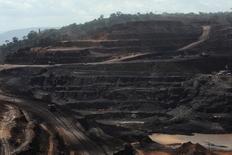 Vale, premier producteur mondial de minerai de fer, a annoncé avoir renoué avec les bénéfices au deuxième trimestre, pour la première fois en un an. Malgré la chute des cours du minerai de fer, Vale a dégagé un bénéfice net de 1,68 milliard de dollars (1,52 milliard d'euros), en hausse de 17,3% sur un an. /Photo d'archives/REUTERS/Lunae Parracho