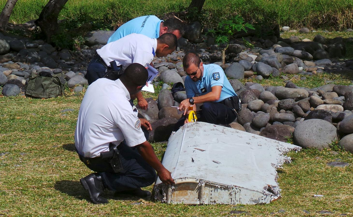 Malaysia says Indian Ocean aeroplane debris is part of a Boeing 777