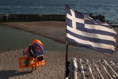 Le gouvernement grec pourrait solliciter auprès de ses créanciers internationaux le versement d'une première tranche d'aide de 24 milliards d'euros, rapporte le quotidien Avgi. /Photo prise le 30 juillet 2015/REUTERS/Yiannis Kourtoglou