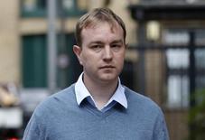 El ex operador Tom Hayes, llega a la Corte de Southwark Crown, en Londres, 3 de agosto de 2015. Tom Hayes, un exoperador de UBS y Citigroup, fue declarado culpable el lunes de acusaciones de conspiración para cometer un fraude en el primer juicio por la manipulación de los tipos de interés británicos. REUTERS/Peter Nicholls