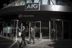 American International Group (AIG) au rang des valeurs à suivre à Wall Street. Le groupe a fait état lundi soir d'un bénéfice du deuxième trimestre nettement supérieur aux attentes des analystes financiers, l'assureur annonçant par ailleurs une augmentation de son programme de rachat d'actions. /Photo d'archives/REUTERS/Brendan McDermid