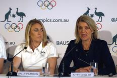 Australia's Olympic 100 metres hurdles champion Sally Pearson (L), who has been ruled out of this month's world championships in Beijing due to injury, listens to Australia's chef de mission Kitty Chiller as she speaks during a media conference in Sydney, Australia, August 5, 2015.  REUTERS/David Gray