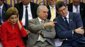 Presidente Dilma Rousseff  ao lado do vice-presidente, Michel Temer, e do ministro da Fazenda, Joaquim Levy . 9/06/2015.  REUTERS/Bruno Domingos