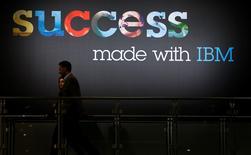 IBM a annoncé jeudi son intention de racheter Merge Healthcare, un spécialiste des technologies de l'imagerie médicale, pour environ un milliard de dollars (918 millions d'euros). /Photo prise le 15 mars 2015/REUTERS/Morris Mac Matzen