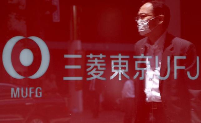 8月7日、三菱東京UFJ銀は、ミャンマーに進出した外銀で初めて現地通貨建て融資を実行した。写真は都内の同行支店前で5月撮影(2015年 ロイター/Yuya Shino)