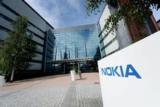 La sede de Nokia en Espoo, Finlandia, el 28 de julio de 2015. Nokia está contratando a expertos en software, ensayando nuevos productos y buscando socios para la comercialización mientras prepara su regreso a la telefonía móvil y la tecnología de consumo que abandonó con la venta de su división de celulares. REUTERS/Mikko Stig/Lethikuva