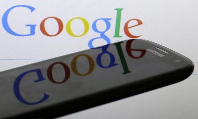 8月10日、米グーグルは経営組織の変更を発表。新会社「アルファベット」を設立し、検索などの事業を新会社の傘下に収める。プラハで昨年1月撮影(2014年 ロイター/DAVID W CERNY)