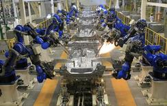 Una línea de producción en la planta de Honda en un suburbio de Celaya, en Guanajuato, La actividad industrial de México repuntó en junio tras dos meses consecutivos de nulo crecimiento, lo que apunta a que la segunda economía de América Latina habría tenido un moderado avance en el segundo trimestre, según expertos. 21 de febrero de 2014. REUTERS/Henry Romero