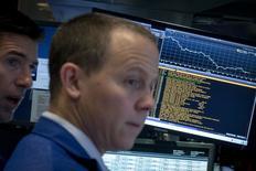 La Bourse de New York a fini en nette baisse mardi, en réaction à l'annonce de la dévaluation du yuan. /Photo d'archives/REUTERS/Brendan McDermid