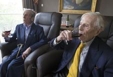Pieter e Paulus Langerock, os gêmeos mais velhos do mundo,  no asilo em que moram, nos arredores da cidade de Ghent, na Bélgica.    12/08/2015    REUTERS/Yves Herman