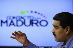 """El presidente de Venezuela, Nicolás Maduro, habla durante su programa semanal """"En contacto con Maduro"""", en el palacio Miraflores, en Caracas, 11 de agosto de 2015.  REUTERS/Miraflores Palace/Handout via Reuters    ESTA IMAGEN FUE PROVISTA POR UN TERCERO. REUTERS NO PUDO VERIFICAR DE FORMA INDEPENDIENTE SU AUTENTICIDAD, CONTENIDO, UBICACION O FECHA. NO USAR PARA VENTAS, NI ARCHIVOS. SOLO PARA USO EDITORIAL. NO USAR PARA COMERCIALIZACION O CAMPAÑAS DE PUBLICIDAD. IMAGEN SE DISTRIBUYE EXACTAMENTE COMO REUTERS LA RECIBIO, COMO UN SERVICIO A CLIENTES."""