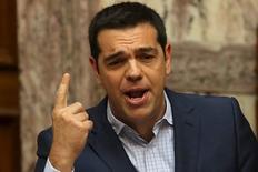 Premiê grego Alexis Tsipras responde a perguntas no Parlamento em Atenas. 31/7/2015.  REUTERS/Yiannis Kourtoglou
