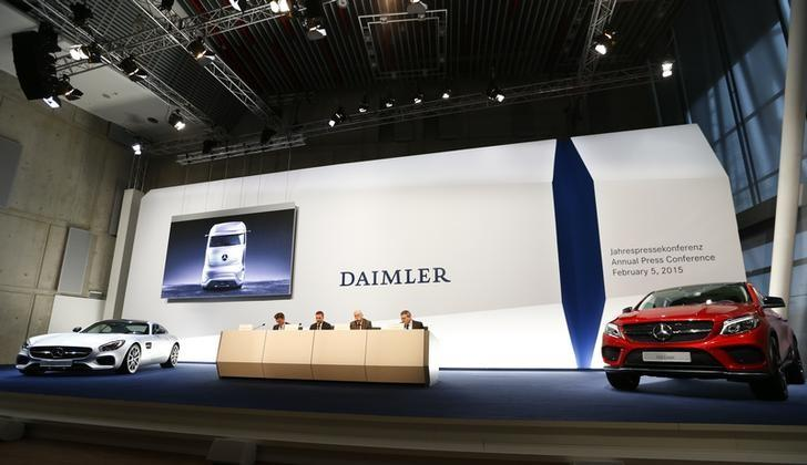 Dieter Zetsche, chief executive of Daimler AG (2nd R) and other members of the board are flanked on stage by two Mercedes sports cars during the annual news conference in Stuttgart February 5, 2015. REUTERS/Ralph Orlowski