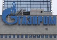 Логотип на здании Газпрома в Москве 24 февраля 2015 года. Еврокомиссия предоставила Газпрому две дополнительные недели для изучения уведомления о претензиях Комиссии по поводу нарушений конкуренции и для подготовки письменного ответа, сообщил Газпром в пятницу. REUTERS/Maxim Zmeyev