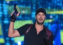 """Luke Bryan accepts the award for male video of the year for """"Play It Again"""" during the 2015 CMT Awards in Nashville, Tennessee June 10, 2015. REUTERS/Harrison McClary"""