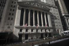 Les Bourses américaines ont ouvert mercredi en nette hausse, soutenues par les chiffres encourageants des commandes de biens durables. Une dizaine de minutes après le début des échanges, le Dow Jones avance de 2,18%, à 16.008,46 points. Le Standard & Poor's 500, plus large, progresse de 2,17% et le Nasdaq Composite prend 2,26%. /Photo d'archives/REUTERS/Carlo Allegri