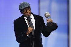 Diretor Spike Lee recebe prêmio em Pasadena.  6/2/2015.   REUTERS/Danny Moloshok