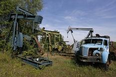 Часть экспозиции Музея нефти в Мерквиллер-Пешельброне 7 мая 2014 года. Цены на нефть, показавшие в четверг максимальный рост почти за шесть лет и продолжавшие повышаться в начале торгов, вновь снижаются. REUTERS/Vincent Kessler